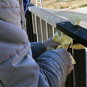 L'Ajuntament de La Torre de l'Espanyol es veu obligat a retirar els llaços grocs del poble